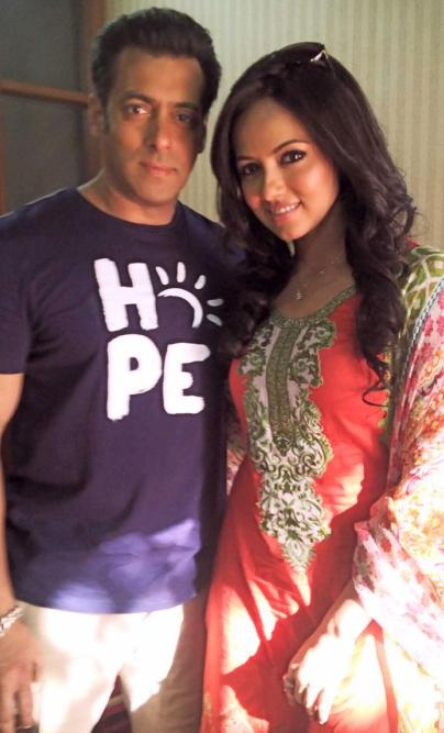 salman-khan-with-sana-khan-on-metal-sets