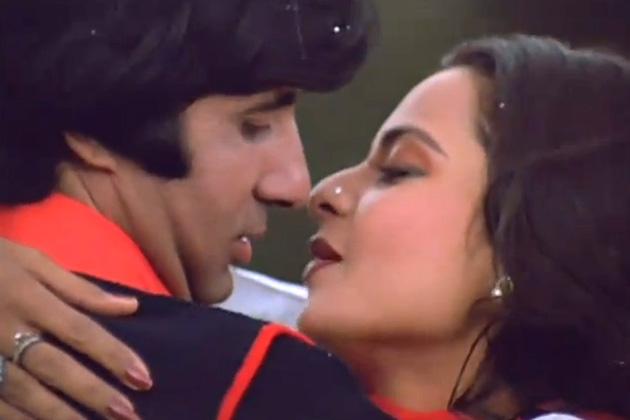 Amitabh bachchan and rekha close enough but not together for Nice romantic scenes