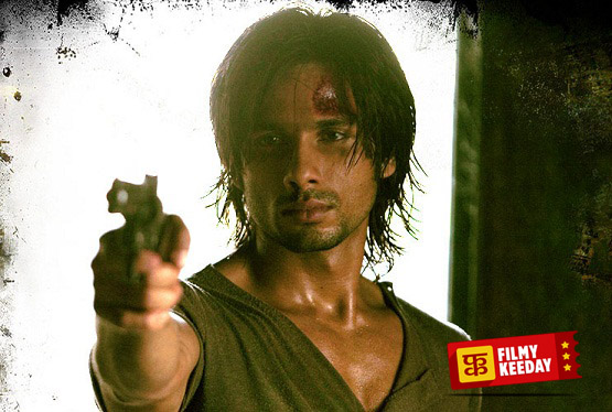 Shahid Kapoor Double Role in Kaminey