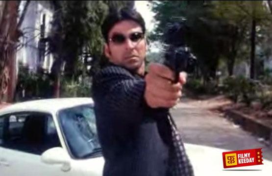 Akshay Kumar in Awara Pagal Deewana Stunt