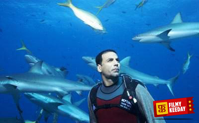Akshay Kumar in Blue with Sharks Deadly Stunt